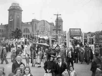 Photo fo the CNE Midway in Toronto from 1937