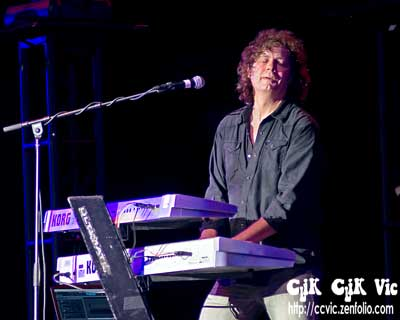 Photo of Andy Knoll on Keys, with Lou Gramm in concert at the CNE Bandshell. Photo credit ccvic.zenfolio.com