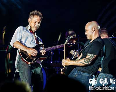 Photo of Ian Thornley Lead Singer and Guitarist along with Paulo Neta on Lead Guitar, both with Big Wreck performing at the CNE Bandshell. Photo credit ccvic.zenfolio.com