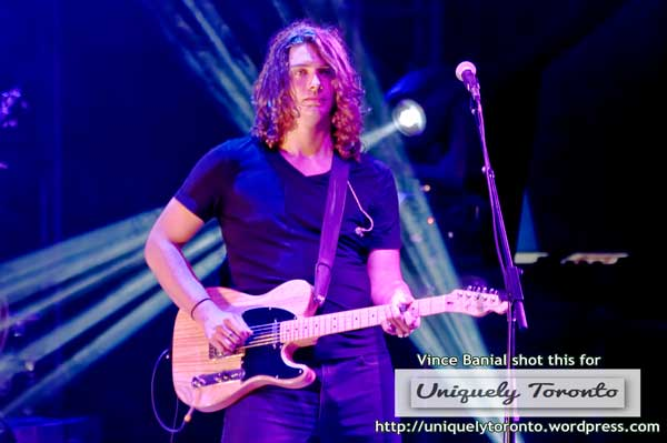Photo from the Tim Hicks concert at the CNE Bandshell Stage. Photo credit Vincent Banial