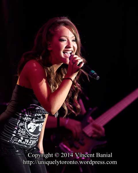 Photo of the Kira Isabella concert at the CNE Bandshell in 2014. Photo credit Vincent Banial and Uniquely Toronto