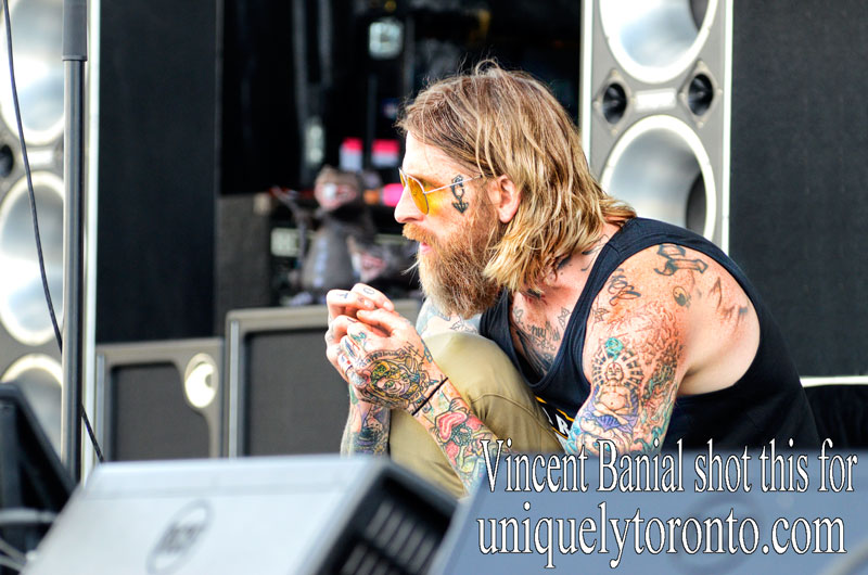 """Photo of """"I Mother Earth"""" lead singer performing at Cosmo Musicfest. Photo credit Vincent Banial"""
